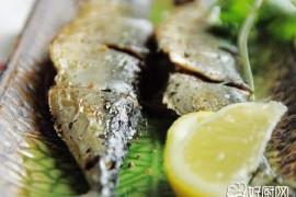 盐烤秋刀鱼的做法_盐烤秋刀鱼的家常做法大全怎么做好吃