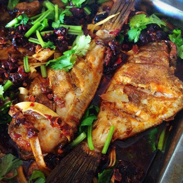 杭州烧烤培训班带你学习经典香辣秘制烤鱼