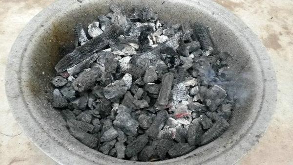 分享一个最快点燃烧烤木碳方法